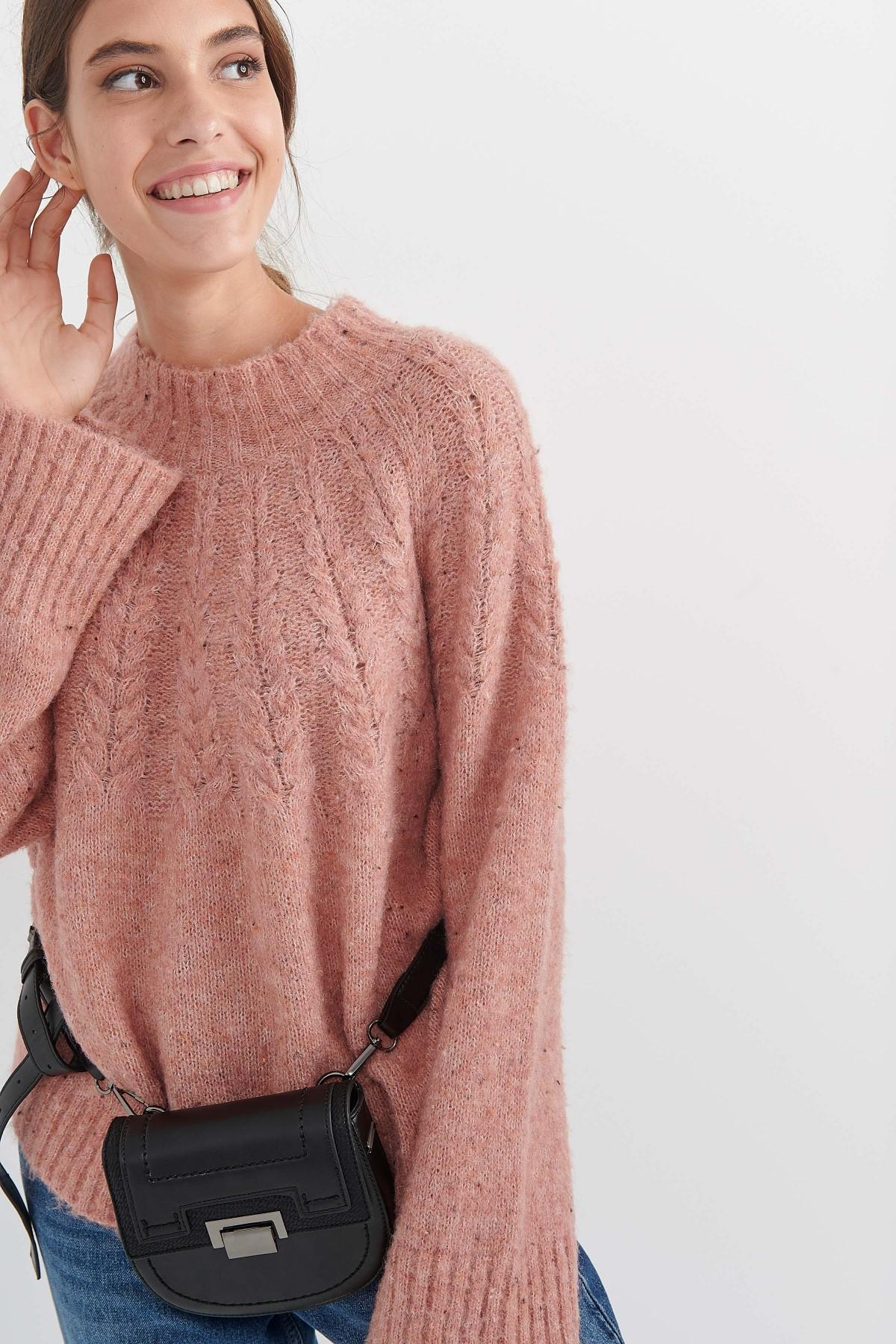 Ροζ πουλοβερ, attrattivo.