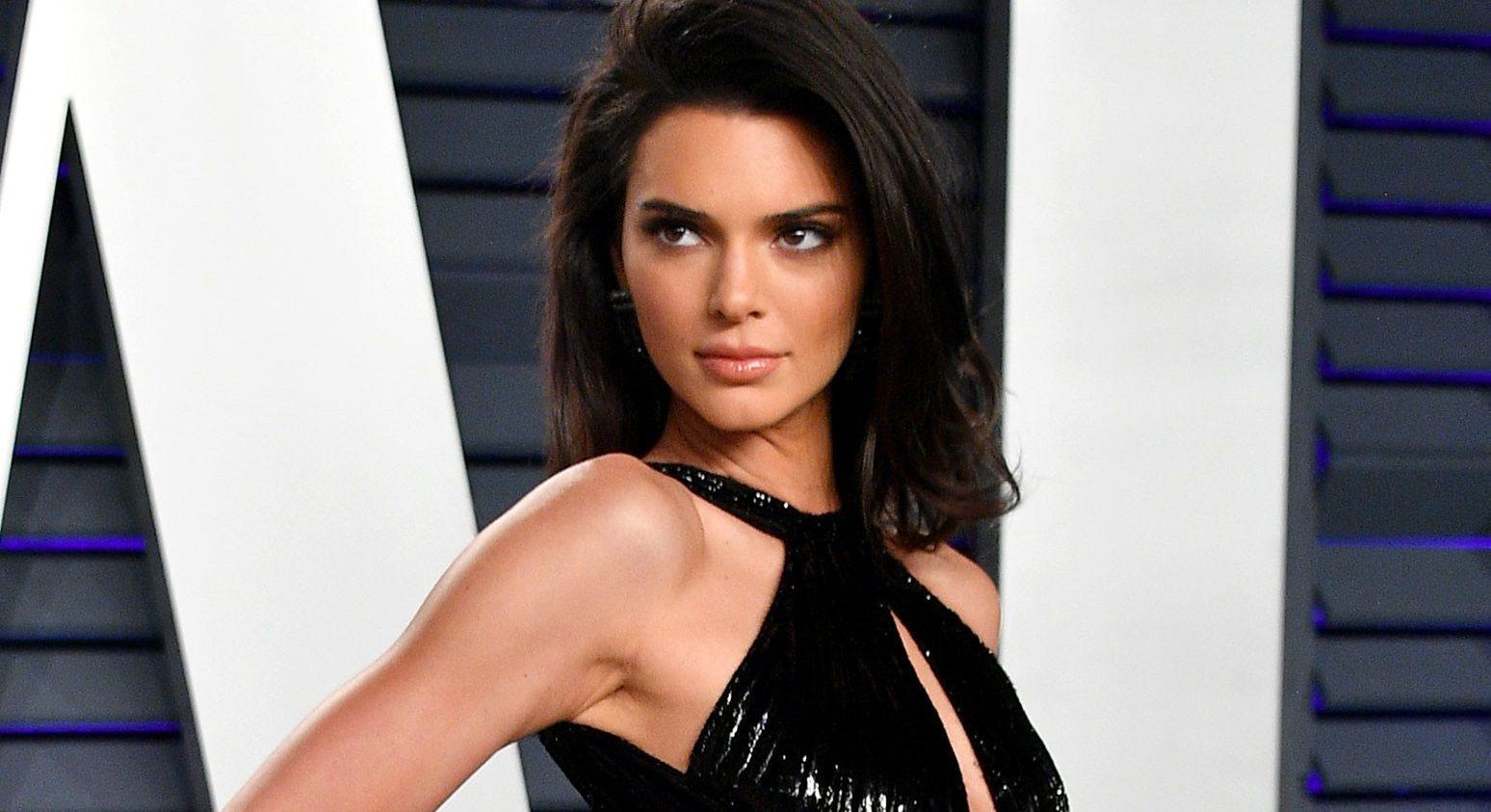 Kendall Jenner: Πού το βρήκε άραγε αυτό το φανταστικό κοτλέ παντελόνι;