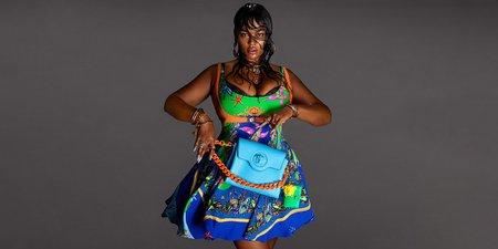 Η Precious Lee είναι το πρώτο plus-size μοντέλο που πρωταγωνιστεί σε καμπάνια Versace και είναι υπέροχη