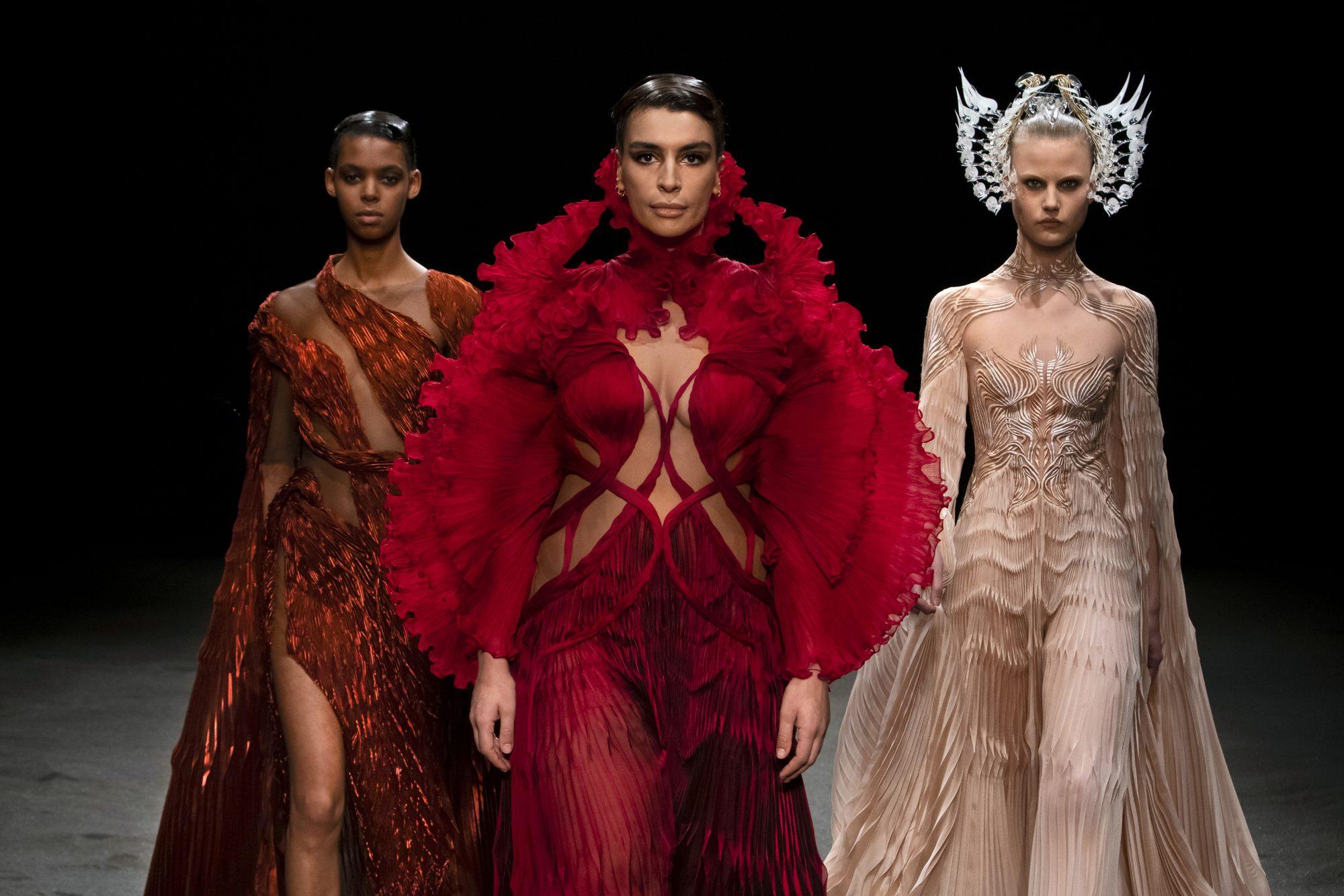 Η Haute Couture Week SS21 είναι εδώ κι εμείς την παρακολουθούμε από την πρώτη σειρά