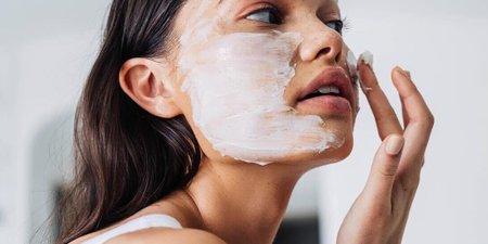 3 DIY μάσκες ομορφιάς που μπορείς να κάνεις σήμερα (που λογικά έχεις αποκλειστεί σπίτι!)