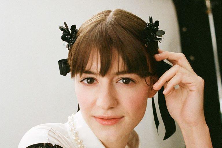 Η Daisy Edgar Jones από το Normal People στην καμπάνια της συλλογής Simone Rocha x H&M