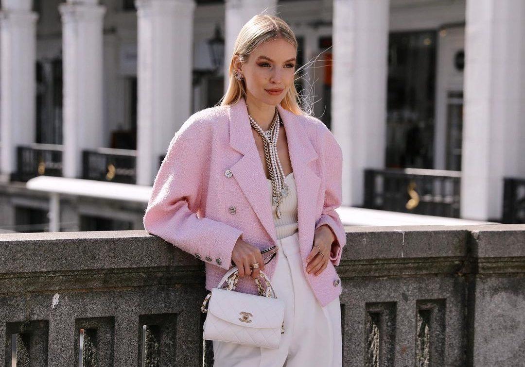 15 ροζ items που μας κάνουν να χαμογελάμε (& street style ιδέες για να τα φορέσεις σωστά)