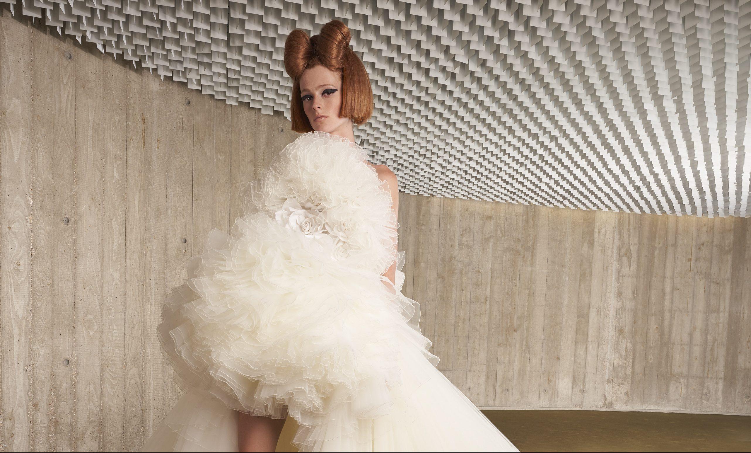 Παντρεύεσαι; Αυτά είναι τα πιο εντυπωσιακά bridal looks από την Εβδομάδα Υψηλής Ραπτικής στο Παρίσι που σίγουρα θα σου χαρίσουν την έμπνευση που ψάχνεις