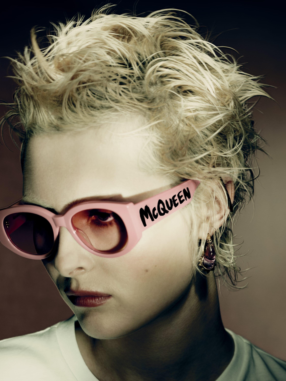 Graffiti: H νέα iconic συλλογή γυαλιών ηλίου με την υπογραφή του οίκου Alexander McQueen